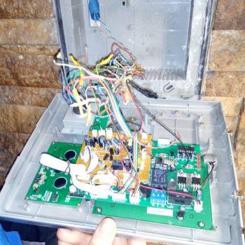 پاور پانل با قفل برقی بصورت مشترک استفاده شده، باعث قطع تصویر واختلال در کارکرد درست سیستم